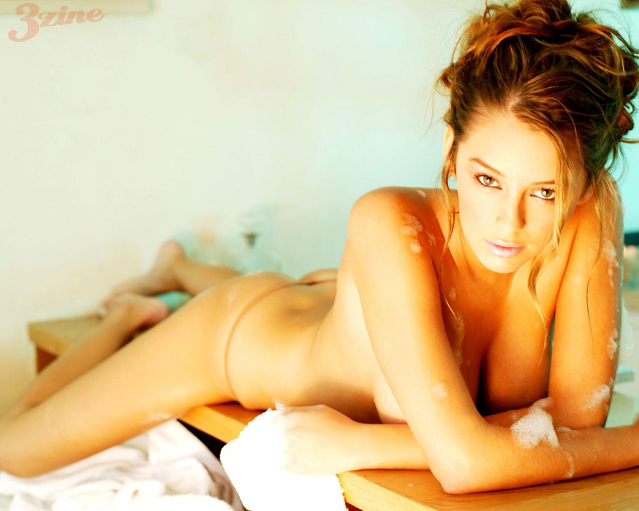 beautiful women nude blow
